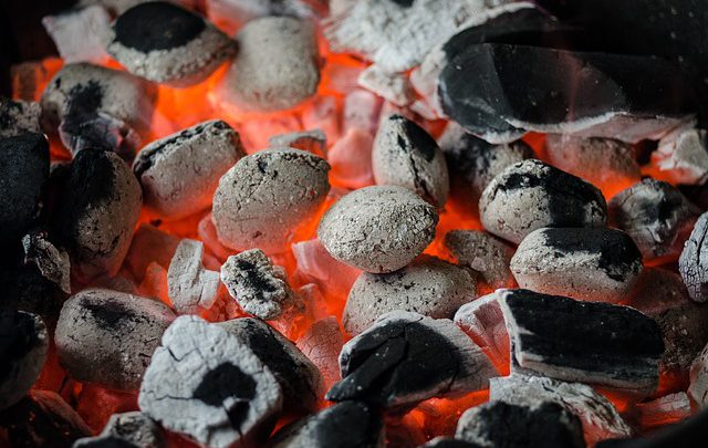 In 5 stappen je houtskoolbarbecue aansteken
