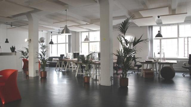 4 ideeën voor een moderne kantoorinrichting met gietvloeren